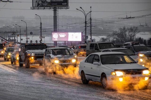 Пробки в Новосибирске достигли 9 баллов вечером 19 января. Движение затруднено практически на всех главных улицах города.