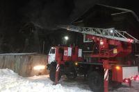 Всю ночь противопожарная служба тушила пожар на улице Обской