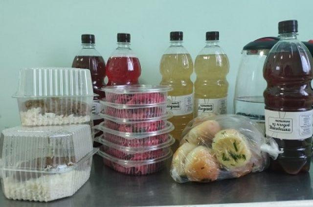 Такие обеды получают сотрудники скорой помощи в Красноярске.