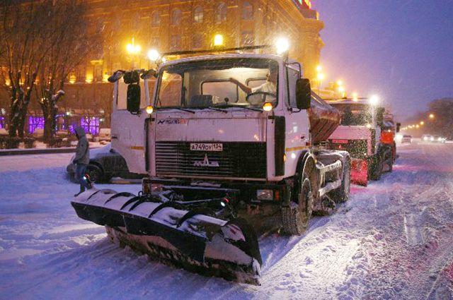 100 единиц техники очищало дороги Волгограда.