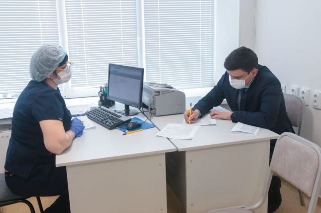 На всех предприятиях компании формируются списки сотрудников, желающих сделать прививку.
