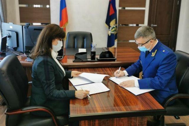Анжелика Линькова и Руслан Медведев заключили соглашение о взаимодействии.
