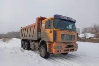 В Оренбурге задержан самосвал, выгружавший грязный снег в пойме Урала.