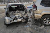 В результате столкновения серьезно повреждены два автомобиля,