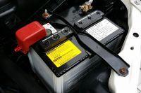 Не исключено, что сидевший за рулем парень искал в чужих автомобилях аккумуляторы.