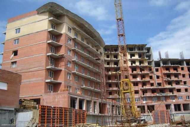 Из 10 пять проблемных домов в округе достроены.