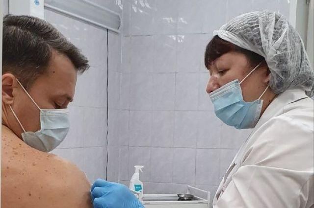 Прививку от COVID-19 сейчас может поставить почти любой желающий.