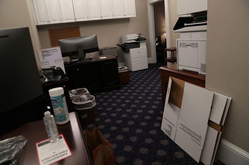 Опустевший пресс-офис Белого дома.