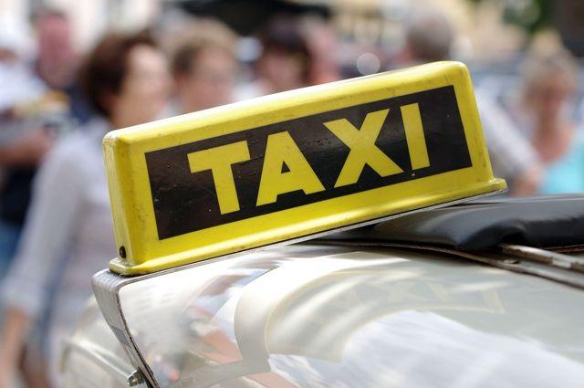 На Ямале в яму провалилось такси