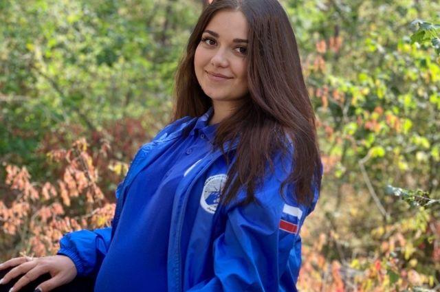 Елена в форме поискового движения - девушка участвовала в поисках людей на последних месяцах беременности.