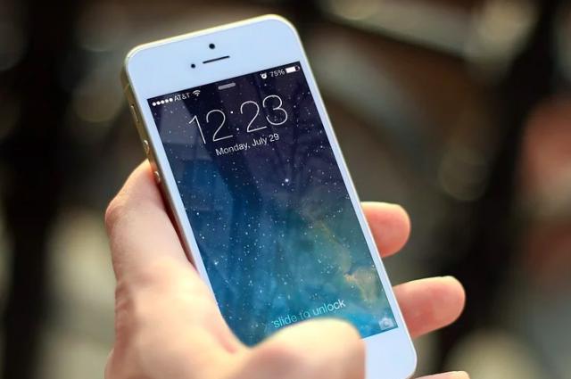 В Ялте у ребенка украли дорогой телефон