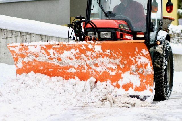 В Оренбурге прокурорская проверка выявила десятки нарушений при уборке снега и 41 неисправную единицу спецтехники.