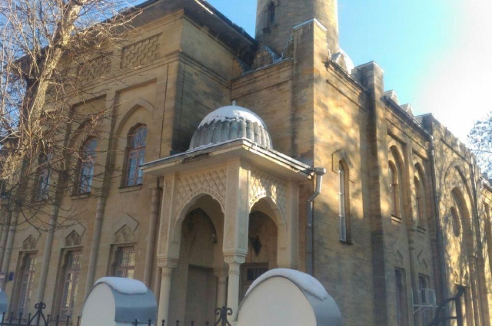 Здание мечети, где располагается картинная галерея Гречишкина.
