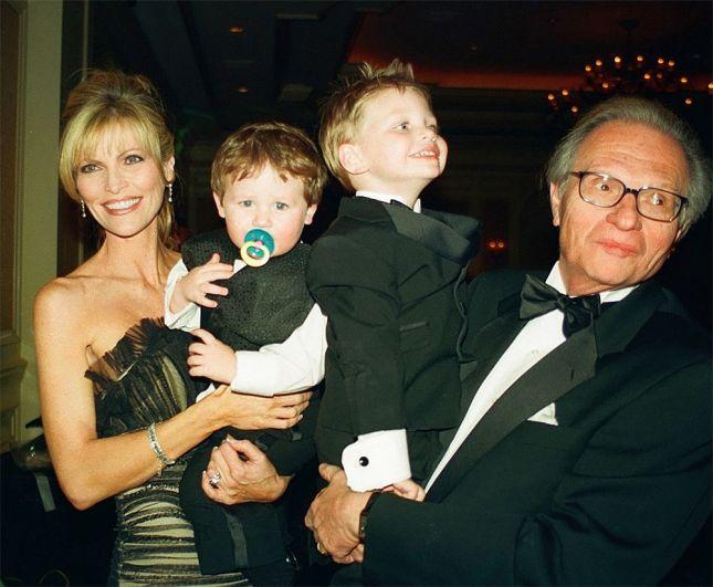 Ларри Кинг с женой и детьми. 2002 год.
