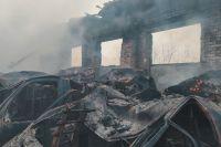 Огонь распространился на площади 300 квадратных метров.