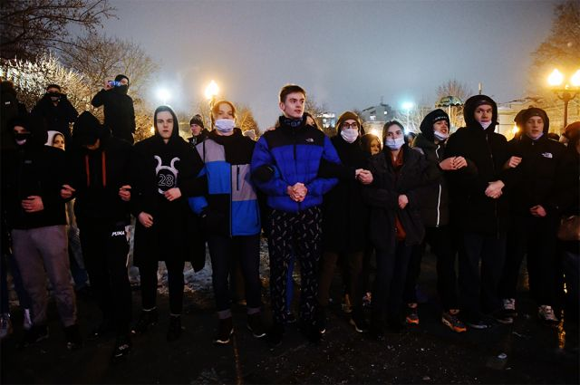 Участники несанкционированной акции сторонников Алексея Навального на Цветном бульваре в Москве.