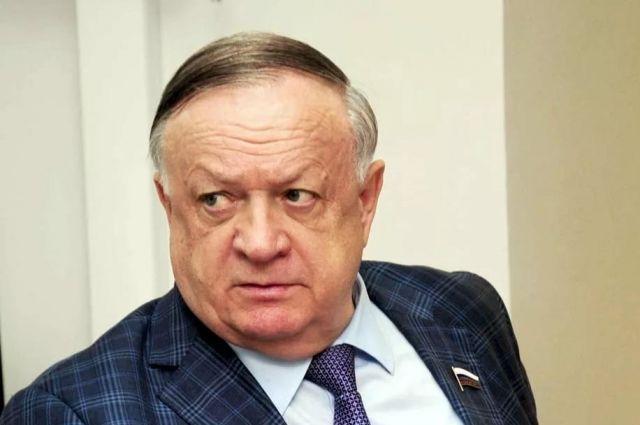 В Орске депутат Виктор Заварзин намерен направить запросы в Генеральную прокуратуру и Следственный комитет с требованием разобраться, кто стоит за провокациями в городе.