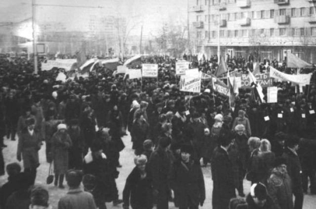 Тогда в центр города выходили десятки тысяч новосибирцев.