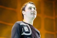 Из Сети начали удалять клипы с песнями Юрия Шатунова.