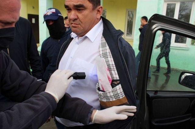 Виктор Тараканов обвиняется в получении взяток в крупном размере.