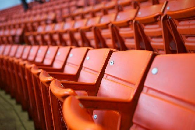 Губернатор Андрей Травников поручил чиновникам разработать вопрос увеличения заполняемости стадионов и театров в регионе.