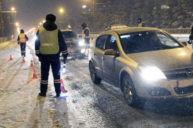 Проверку на дорогах сотрудники ГИБДД начали с вечера пятницы.
