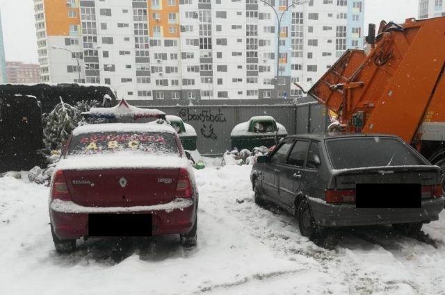 ООО «Природа» пожаловалось на неправильно припаркованные машины во дворах Оренбурга.