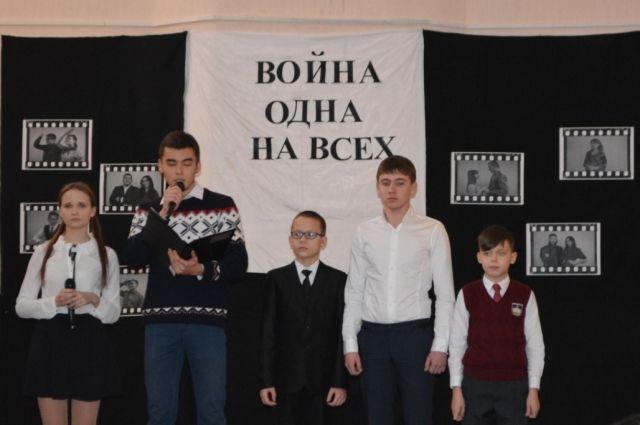 В спектаклях, посвященным событиям Великой Отечественной войны, принимают участие все желающие ученики гимназии №3.