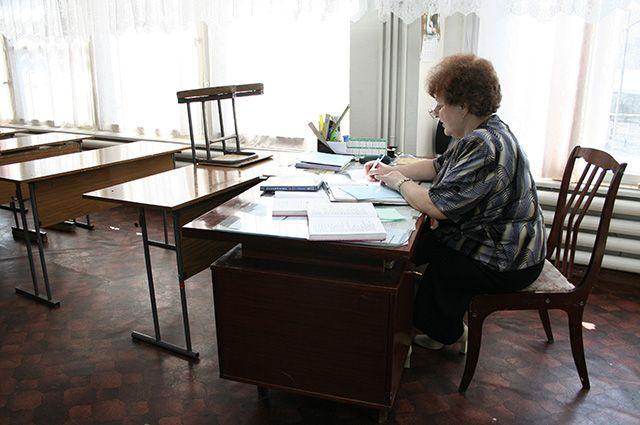 Учителя и школы продолжали работать в штатном режиме.