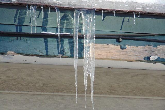 В Салехарде подъезд дома покрылся льдом изнутри