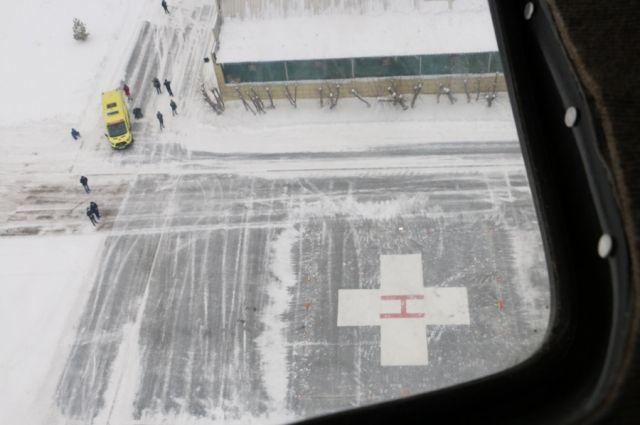 В Тюмени на площадку ОКБ №2 приземлился первый вертолет санавиации