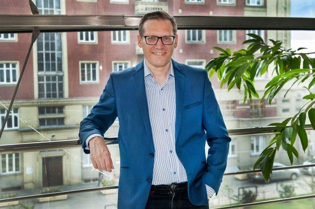 Полгода назад Новосибирскую областную филармонию возглавил Александр Бочарников, до этого работавший заместителем директора Московского академического театра сатиры.