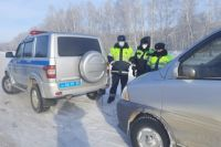 Инспекторы заметили автомобиль с открытым капотом
