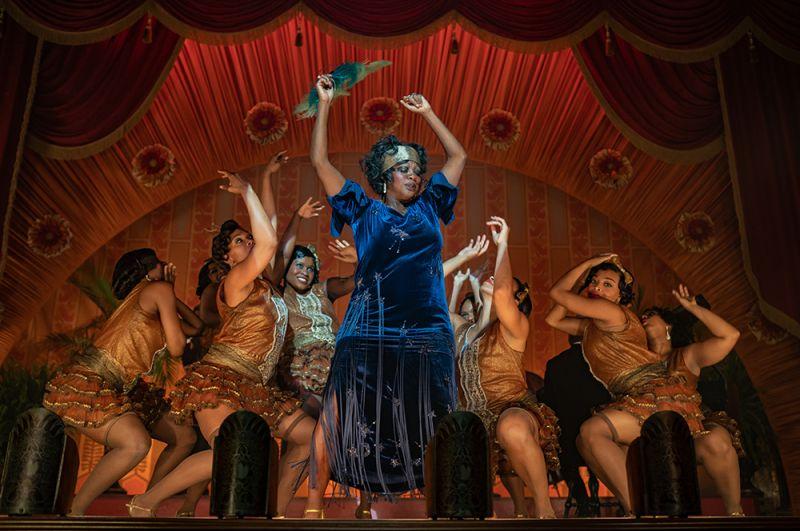 «Ма Рейни: Мать блюза». Рассказ о дне легендарной исполнительницы блюза Ма Рейни, которая приезжает в студию в Чикаго на запись альбома.