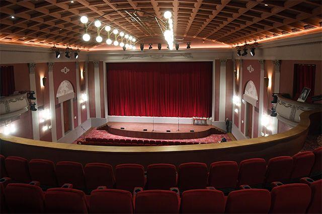 Зрительный зал кинотеатра «Художественный» на Арбатской площади в Москве.