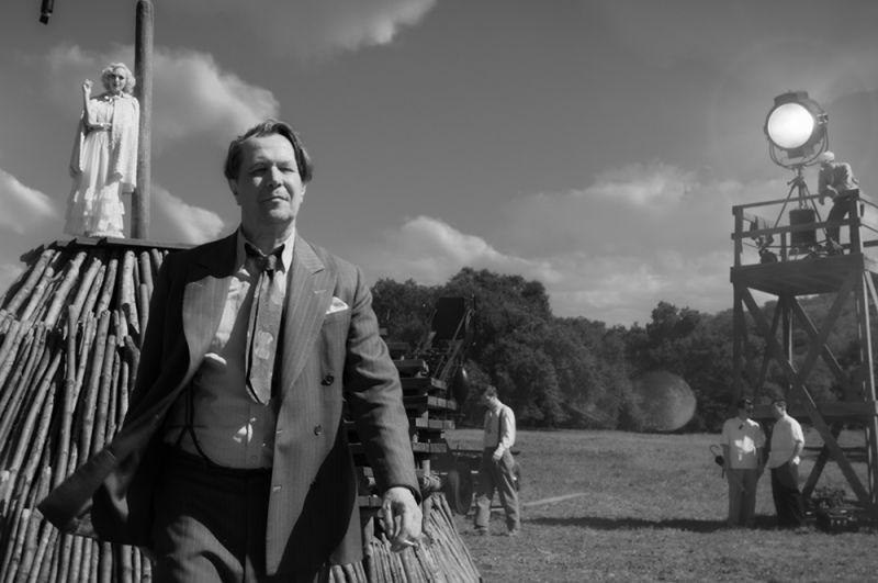 «Манк». Фильм о сценаристе Германе Манкевиче, который в 1942 году разделил с Орсоном Уэллсом «Оскар» за сценарий к фильму «Гражданин Кейн».