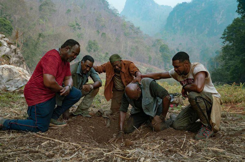Лучшими фильмами года стали: «Пятеро одной крови». Почти полвека спустя окончания войны во Вьетнаме четверо друзей-ветеранов отправляются в страну, чтобы найти золото и останки своего командира.