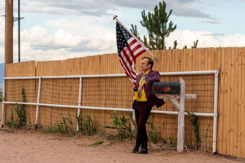 Лучшими сериалами были признаны: «Лучше звоните Солу». Продолжение истории об адвокате по уголовным делам Соле Гудмане, который пытается открыть свою собственную контору в Альбукерке, штат Нью-Мексико.