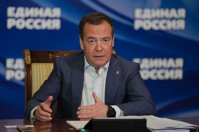 Председатель «Единой России», заместитель председателя Совета безопасности РФДмитрий Медведев выступает навтором социальном онлайн-форуме партии «Единая Россия».