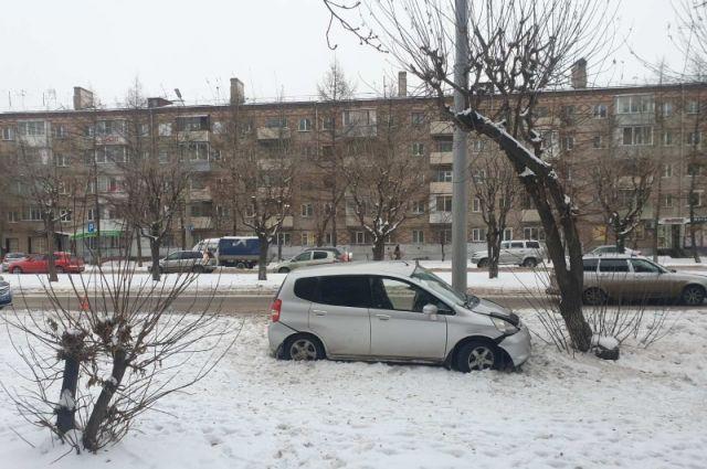 за прошлый год в Красноярске по вине водителей, стаж которых не превышает 2-х лет, нарушивших ПДД произошла 91 авария.