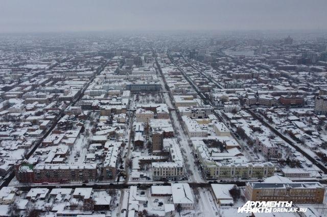 В объектив коптера попал исторический центр города и наиболее узнаваемые места и здания Оренбурга.