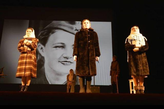 На окружном этапе фестиваля народный студенческий театр «Горицвет» выступает с постановкой  «Они были первыми». «Театр юного зрителя» показывает спектакль «Удивительное путешествие кролика Эдварда».