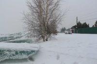 В результате колебаний уровня воды происходит подтопление прилегающих территорий.