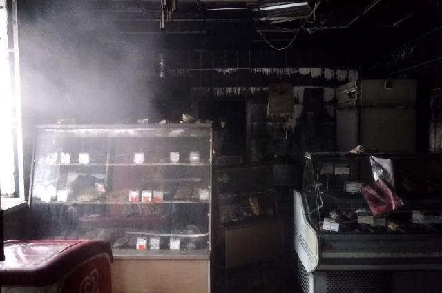 Из магазина самостоятельно эвакуировались 8 человек