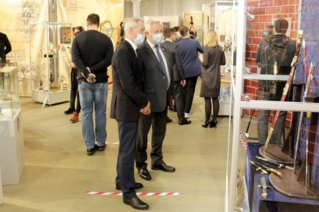 Для посетителей представлено 14 направлений народного искусства в исполнении мастеров-ремесленников и художников из 50 российских регионов.
