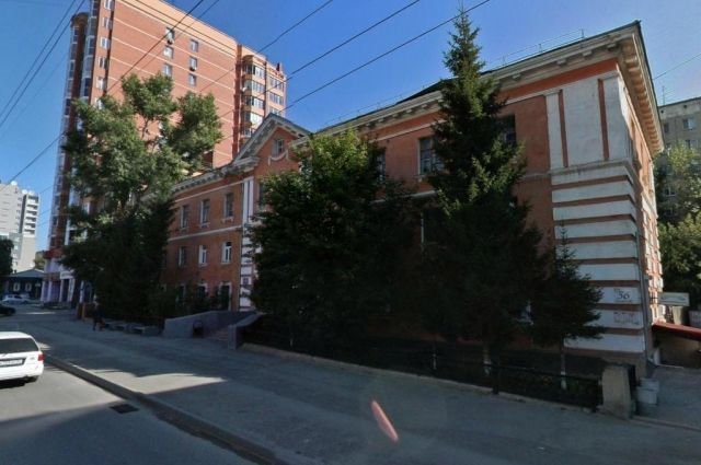 Здание продает Департамент имущества и земельных отношений Новосибирской области
