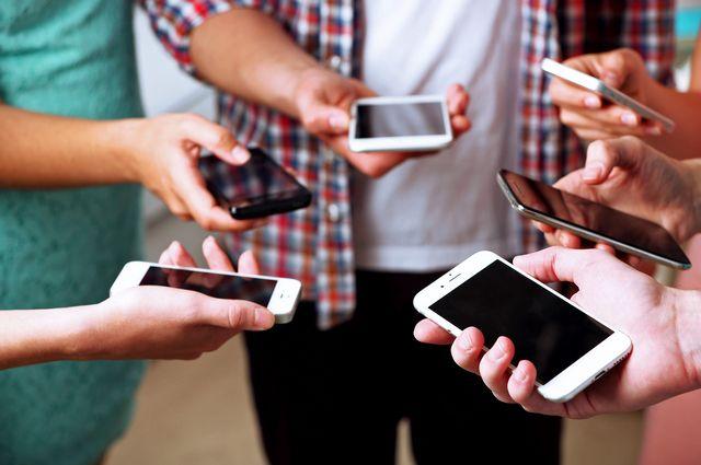 «Порой идешь по коридору в колледже и видишь: сидят пять, десять человек, и все они в телефонах»