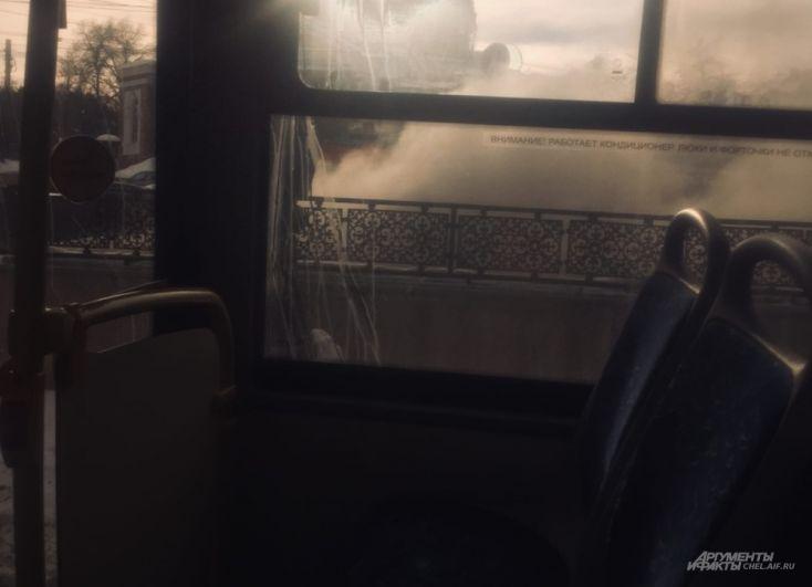 Сразу после взрыва горожане заметили, как из перехода валит гкстой дым.