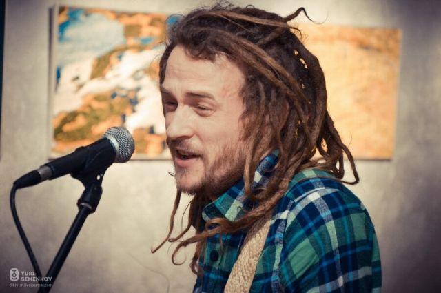 Федор – самобытный югорский музыкант. Он нашел способ применить журналистские знания и в этой сфере