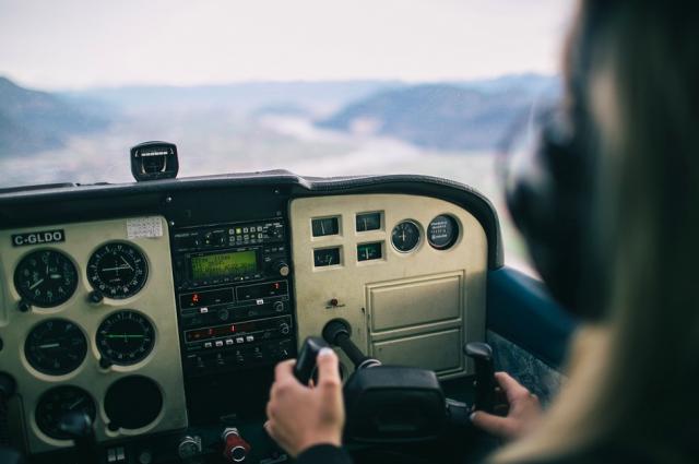 На борту вертолета находилась 22 пассажира- вахтовика и 3 члена экипажа – никто не пострадал.